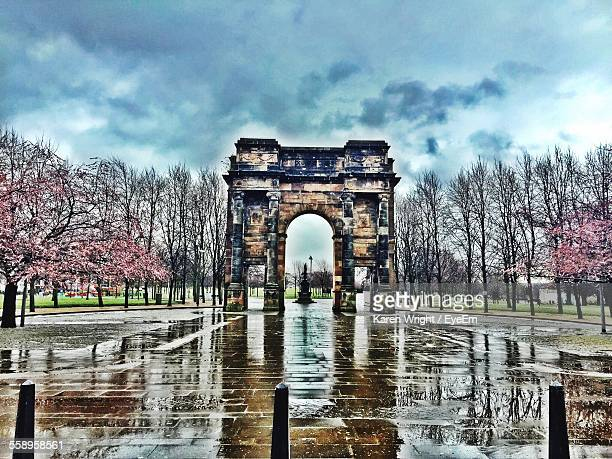 triumphal arch in park - old glasgow stock photos and pictures