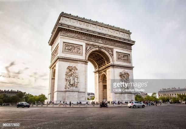 凱旋門、パリの星 (アルク ドゥ トリオンフ エトワール広場) の - パリ凱旋門 ストックフォトと画像
