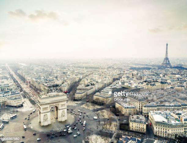 arch de triomphe - champs elysees quarter stock pictures, royalty-free photos & images