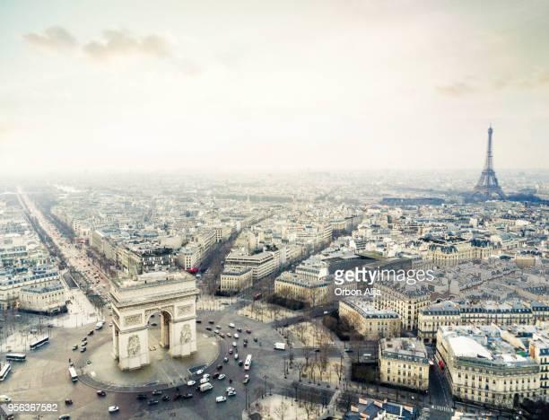 arco del triunfo - paris fotografías e imágenes de stock