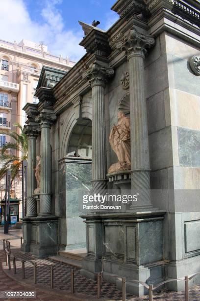 triumphal arch, plaza de los reyes, ceuta, spain - ceuta fotografías e imágenes de stock