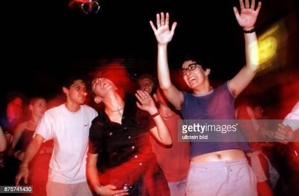 Türkische Disco im Club SO 36 in Gäste tanzen 1999