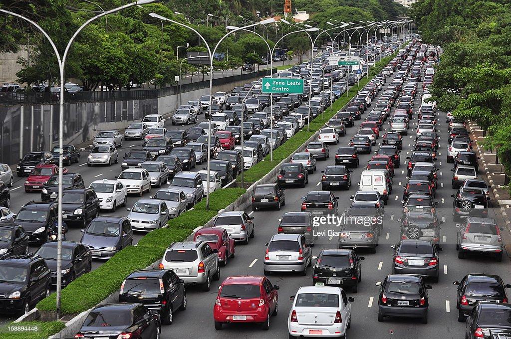 Trânsito em São Paulo : Foto de stock