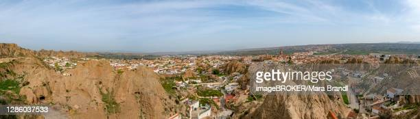 troglodytos cave district, cave houses in rocks, mirador las cuevas, cerro de la bala, guadix, granada province, spain - granada provincia de granada stock pictures, royalty-free photos & images