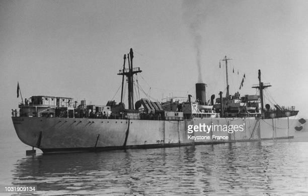 Trois Libertyships chargés d'émigrants juifs refoulés du territoire palestinien par les Anglais ont jeté l'ancre au large de PortdeBouc mais refusent...