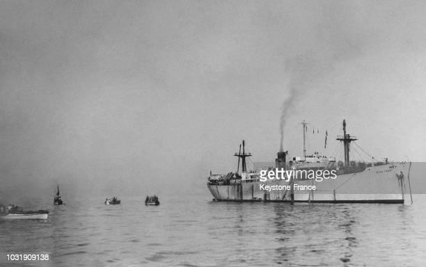 Trois Libertyships chargés d'émigrants juifs refoulés du territoire palestinien par les Anglais ont jeté l'ancre près de PortdeBouc mais refusent de...