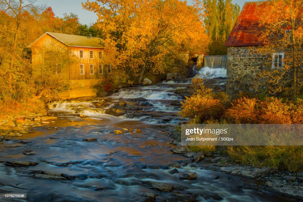 Trois-Saumons River at fall : Stock Photo