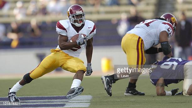 Trojans Reggie Bush makes a cut during the game between the USC Trojans and the University of Washington Huskies at Husky Stadium in Seattle, WA on...