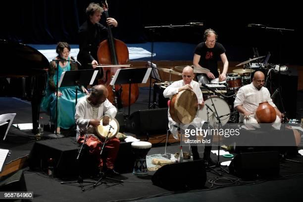 Trommelsprachen ? Languages of Drums mit den Teilnehmern: Zohar Fresco , V Suresh , Misirli Ahmet , Christian Thomé , Mariana Sadovska , Paras Nath ,...