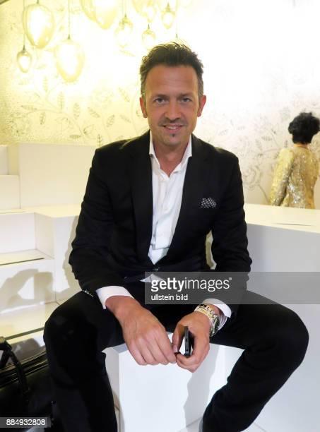 friseur friseur hairdresser stock photos and pictures. Black Bedroom Furniture Sets. Home Design Ideas