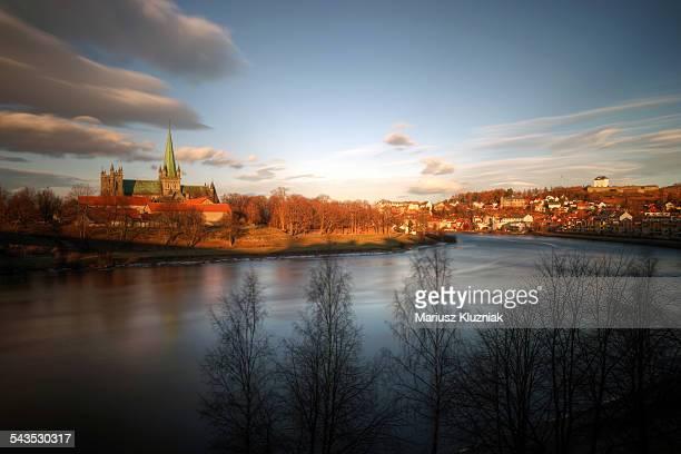 trondheim cathedral and city centre golden colours - trondheim fotografías e imágenes de stock