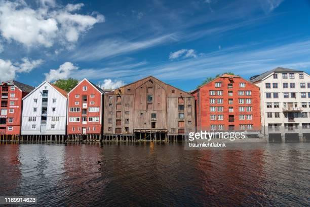trondheim historic houses - トロンハイム ストックフォトと画像