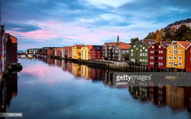 旧市街橋からトロンハイムの景色 - ノルウェー - トロンハイム ストックフォトと画像