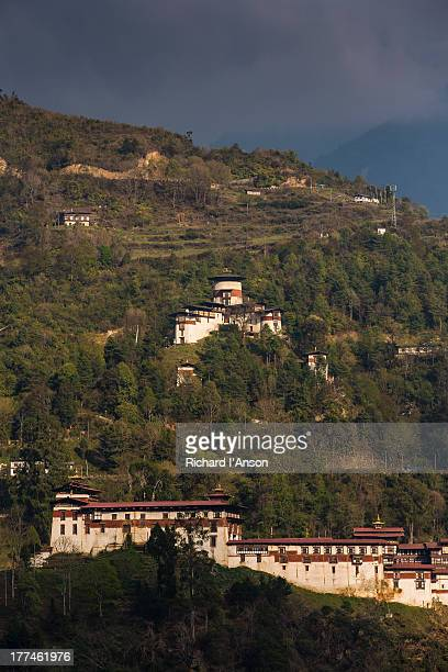 trongsa dzong & watchtower - trongsa district stockfoto's en -beelden