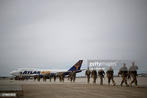 Troops from the US Army's Battery B 2nd Battalion 44th Air Defense Artillery Regiment 101st Airborne Division disembark a charter flight at Campbell...
