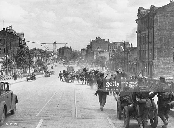 Troops in streets of Kharkov Russia