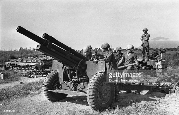 US troops with heavy artillery in Vietnam
