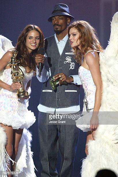 Trophy Angels Lindsay Frimodt and Deanna Miller with Snoop Dogg