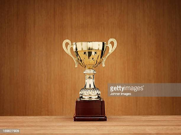 trophy on wooden background - trofeo fotografías e imágenes de stock