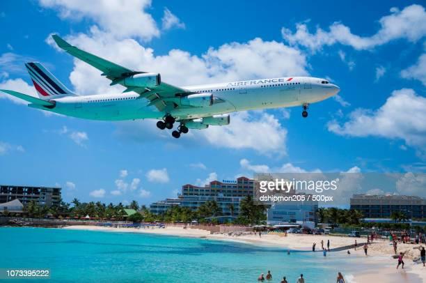 tropical air - sint maarten caraïbisch eiland stockfoto's en -beelden