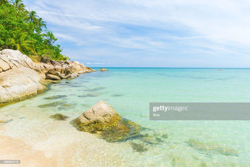 Agua azul turquesa Tropical y playa en Tailandia : Foto de stock