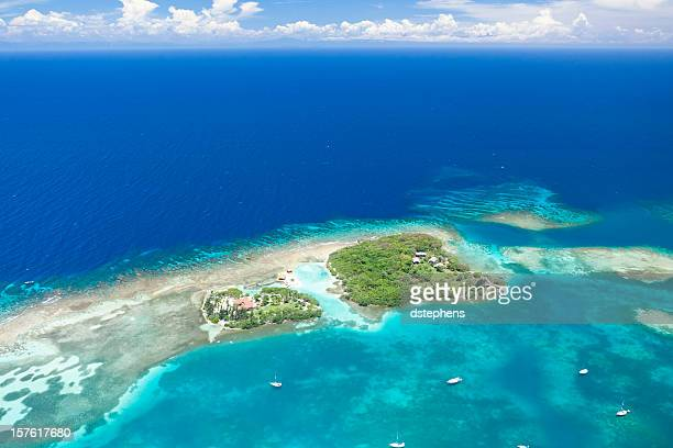 Vista aérea de isla Tropical