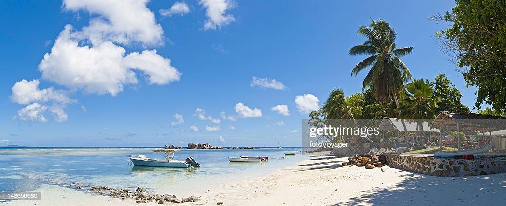 Tropical Island Beach House Boats Idyllic Palm Tree Lagoon