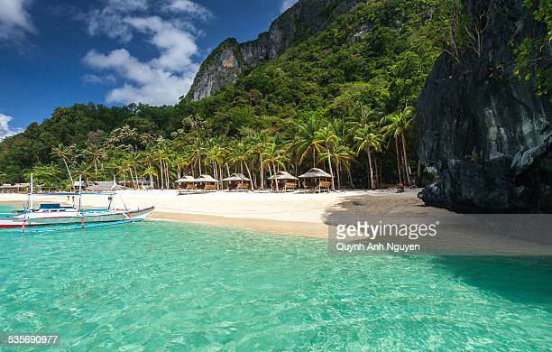 tropical island beach in el nido, palawan - palawan island stock pictures, royalty-free photos & images