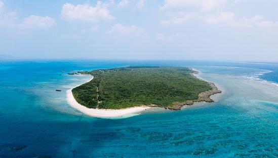 Tropical island from above, Aragusuku-jima, Yaeyama Islands, Okinawa, Japan - gettyimageskorea