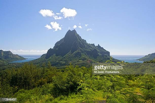 tropical island moorea scenic, tahiti - tahiti stock pictures, royalty-free photos & images
