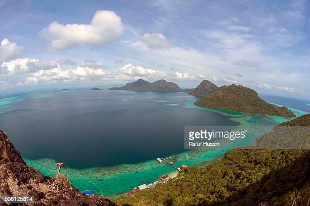 tropical island of bohey dulang near siapdan island, sabah borneo, malaysia - países del golfo fotografías e imágenes de stock