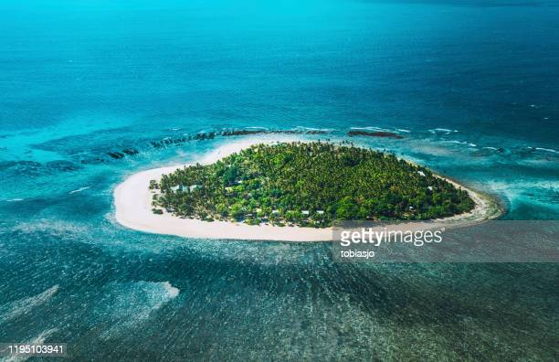 isola tropicale - isola foto e immagini stock