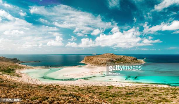 isla tropical - creta fotografías e imágenes de stock