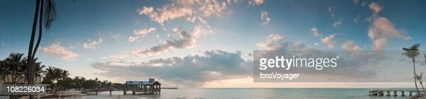 Tropische resort Ozean bei Sonnenaufgang