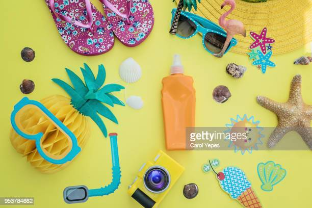 tropical summer vacation concept with pineapple, juice and flip flops organized on white background. view from above. flat lay - accessoires stock-fotos und bilder