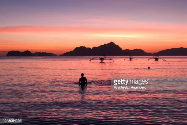 tropical sunset in the philippines, palawan island - argenberg photos et images de collection
