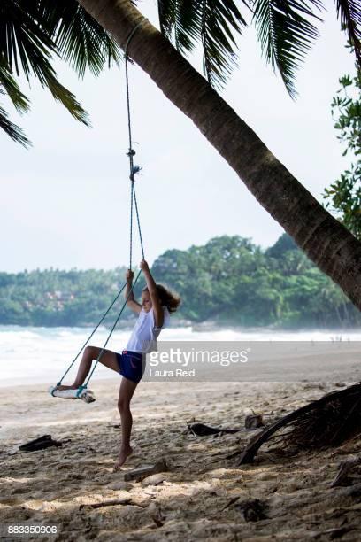 tropical swing - 白tシャツ ストックフォトと画像