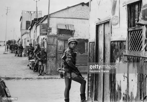 Troupes françaises dans les rues de Djibouti pendant le référendum à Djibouti le 14 avril 1967