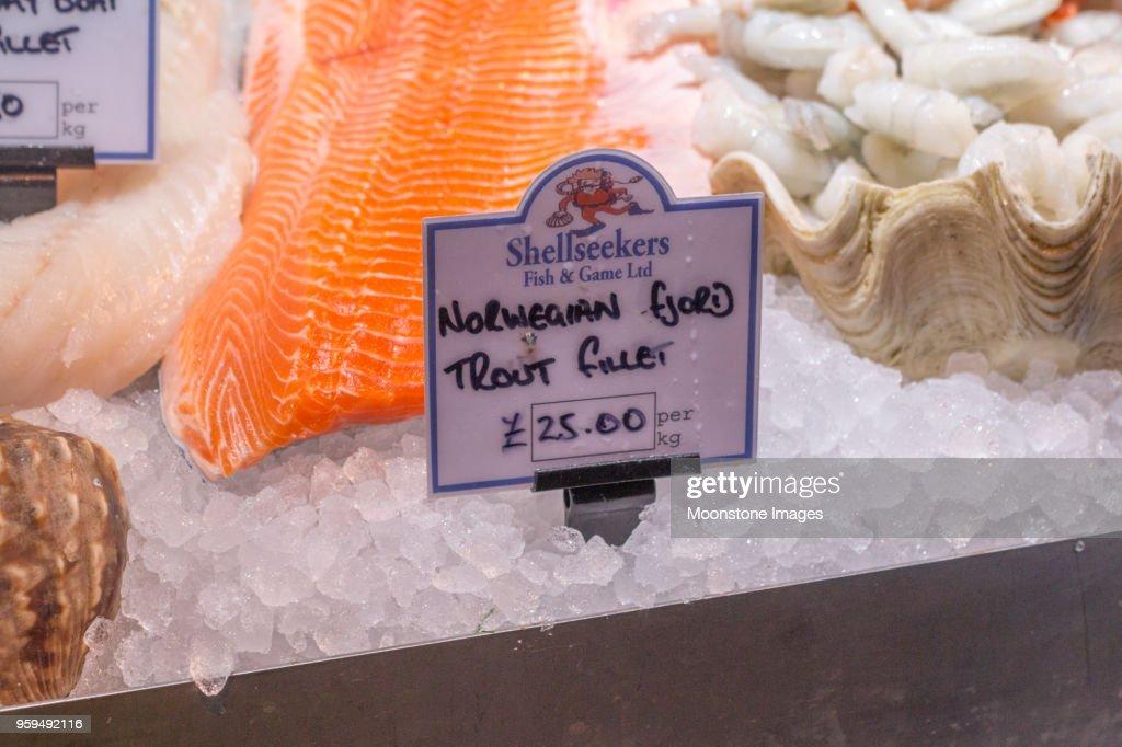 Forellenfilet im Borough Market, London : Stock-Foto