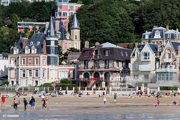 trouville, beach and belle epoque vacation homes - trouville sur mer stock pictures, royalty-free photos & images