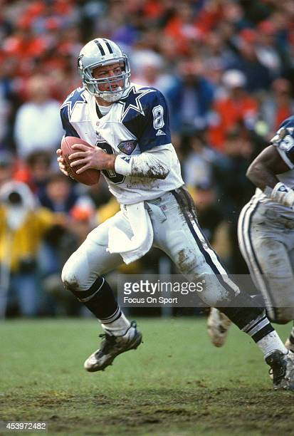 Troy Aikman of the Dallas Cowboys drops back to pass against the San Francisco 49ers during the NFC Conference Championship Game January 15 1995 at...