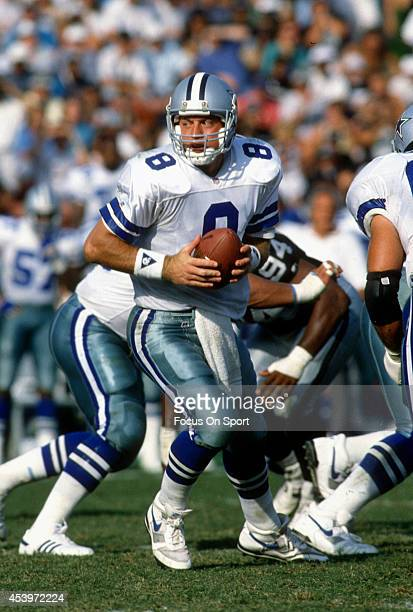 Troy Aikman of the Dallas Cowboys turn to hand the ball off against the Los Angeles Raiders during an NFL football game October 25 1992 at the Los...