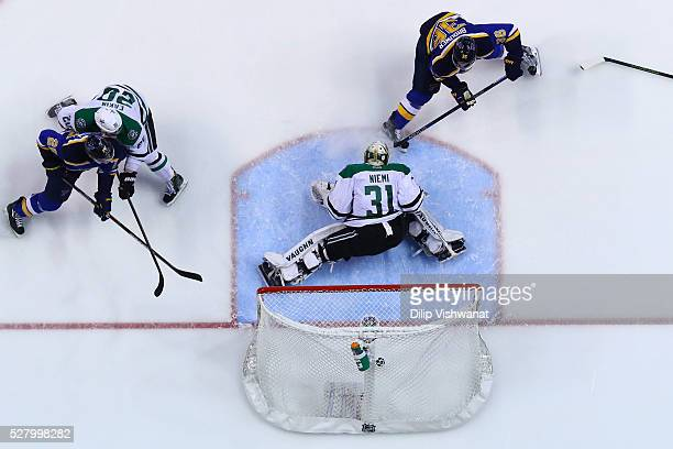 Troy Brouwer of the St Louis Blues scores a goal against Antti Niemi of the Dallas Stars in Game Three of the Western Conference Second Round during...