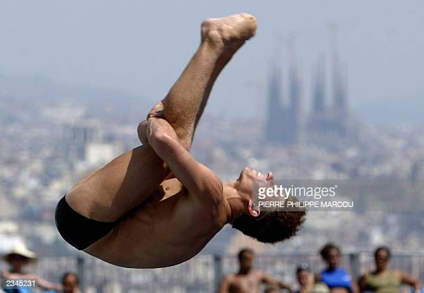 Troy Dumais from the US performs during the 3 meters springboard preliminary during the 10th FINA World Championships in Barcelona 15 July 2003 AFP...