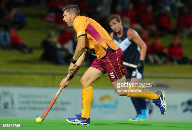 Troy Elder continues to play while having a cut on his head during at the men's 2017 Australian Hockey League gold medal final between Queensland...