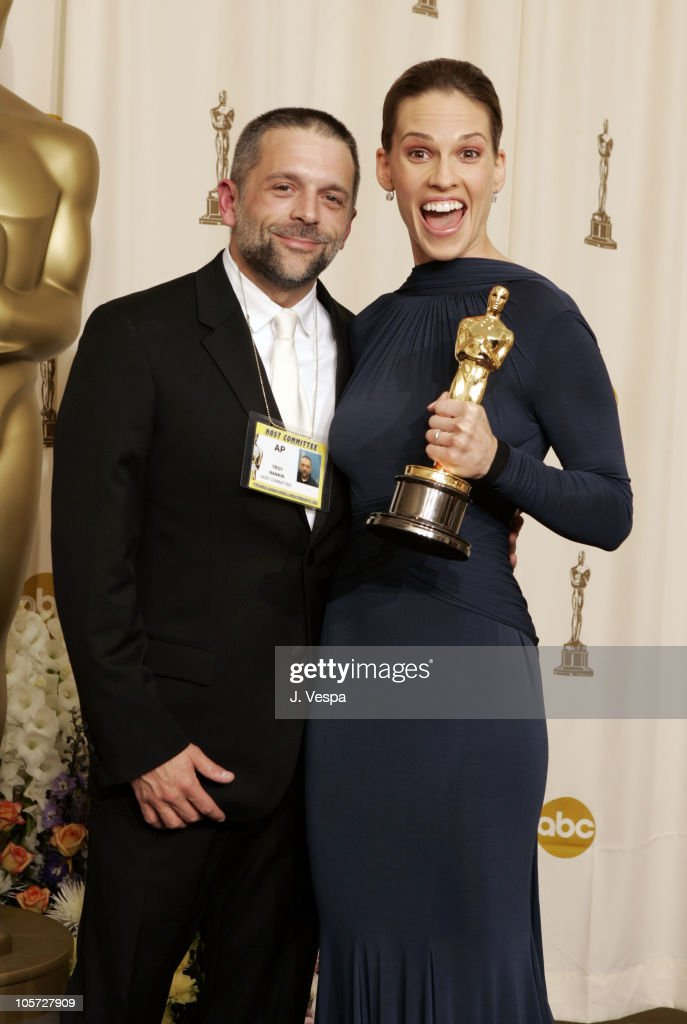 Troy Nankin and Hilary Swank, winner Best Actress in a Leading Role for 'Million Dollar Baby'