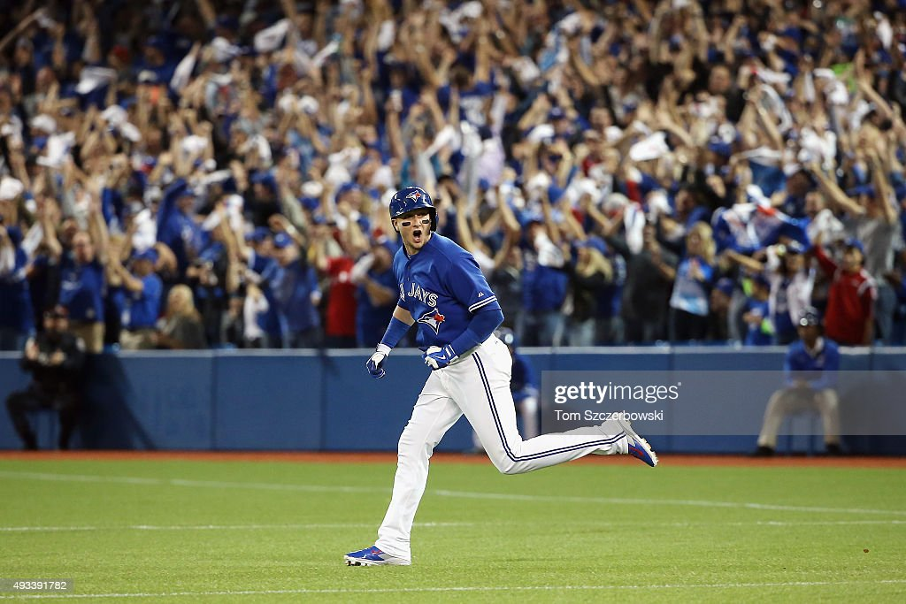 League Championship - Kansas City Royals v Toronto Blue Jays - Game Three : News Photo