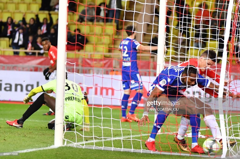 Troyes' French defender Christophe Herelle (2R) fights for the ball with a Monaco attacker in the goal during the French L1 football match between Monaco (ASM) and Troyes (ESTAC) at The Louis II Stadium in Monaco on December 9, 2017. /