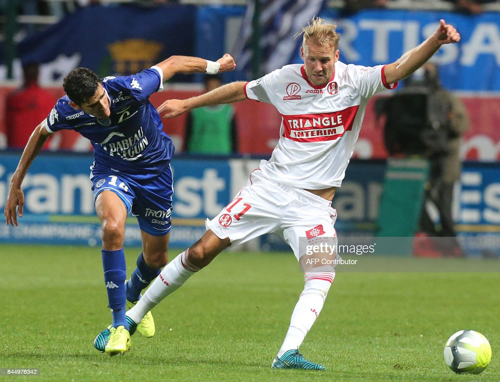 Troyes' French defender François Bellugou (L) vies with Toulouse's Sewdish forward Ola Toivonen (R) during the French L1 football match between Troyes (ESTAC) and Toulouse (TFC) on September 9, 2017, at the Aube Stadium in Troyes, eastern France. /
