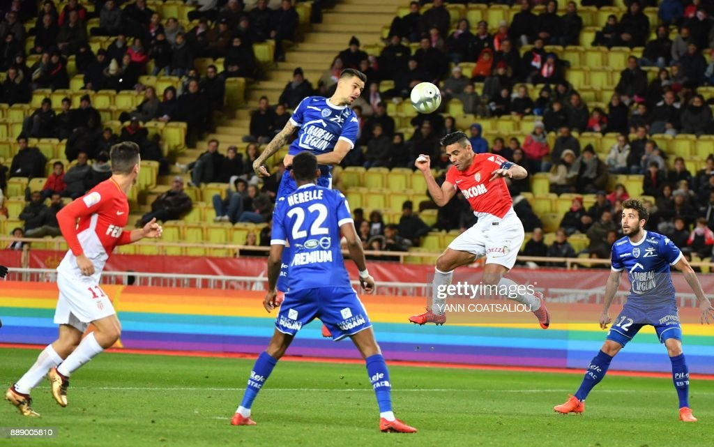 Troyes' French midfielder Jimmy Giraudon (C) heads the ball during the French L1 football match between Monaco (ASM) and Troyes (ESTAC) at The Louis II Stadium in Monaco on December 9, 2017. /